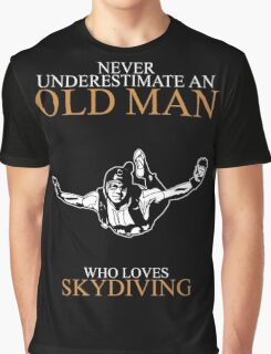 Never Underestimate An Old Man With A Skydiving T-shirts Graphic T-Shirt