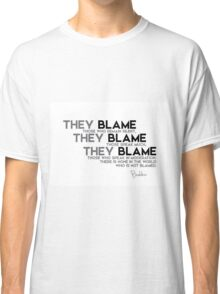 there is none in the world who is not blamed - buddha Classic T-Shirt