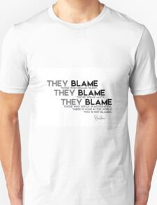 there is none in the world who is not blamed - buddha Unisex T-Shirt