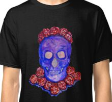 Skull and Roses (large, untiled design) Classic T-Shirt