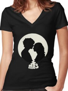 m 83 band Women's Fitted V-Neck T-Shirt