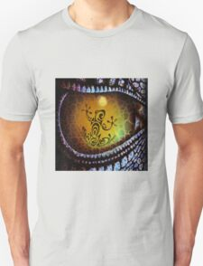 Reptile reflection in the Dragon's eye! Unisex T-Shirt