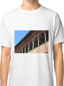 Simple brick facade from Siena with columns and arches. Classic T-Shirt