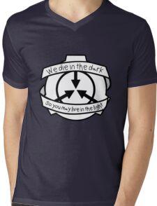 Die in the dark: Black and White Mens V-Neck T-Shirt