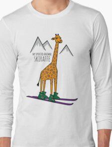Skiraffe im Schnee Long Sleeve T-Shirt