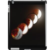 Lunar eclipse evolution iPad Case/Skin