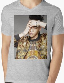 Taeyang with gold jacket Mens V-Neck T-Shirt