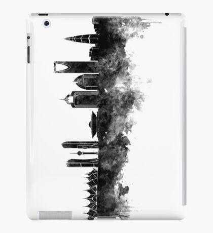 Riyadh skyline in black watercolour  iPad Case/Skin