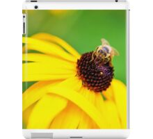 Bumble Bee on a Yellow Flower iPad Case/Skin