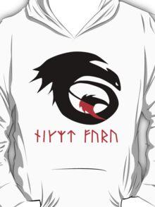 dragon training symbol with night fury written in runes. T-Shirt