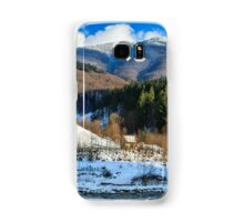 coniferous forest on the snowy mountain peaks Samsung Galaxy Case/Skin
