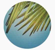 Palmblätter am Sommerhimmel Kids Tee