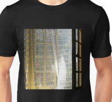 La fenêtre entrouverte Unisex T-Shirt