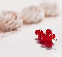 raspberry meringue  by Annalisa Bruno