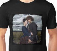 Outlander/Jamie & Claire in grunge frame. Unisex T-Shirt