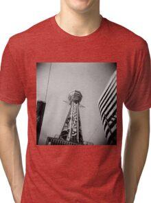 日立タワー Tri-blend T-Shirt