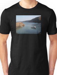 CLOVELLY HARBOUR FISHING BOAT DEVON Unisex T-Shirt