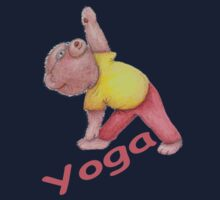 Flexible Yoga Bear in triangle pose Kids Tee