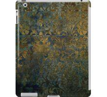 Grunge,rustic,worn,vintage,damask,pattern,floral,gold,wall paper,trendy,modern,victorian,gothic iPad Case/Skin