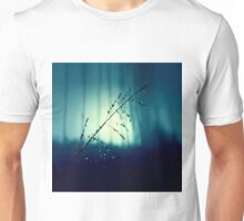 Blue Willow in the rain Unisex T-Shirt