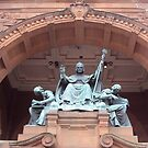 Kelvingrove Art Gallery and Museum statue by biddumy