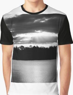 Bold Rays in Monochrome Graphic T-Shirt