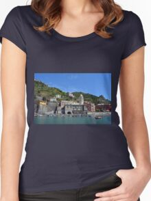 Boats on the coast of Vernazza, Vulnetia, a small town in province of La Spezia, Liguria, Italy. It is one of the lands of Cinque Terre, UNESCO World Heritage Sit Women's Fitted Scoop T-Shirt