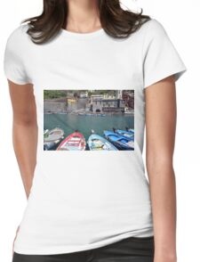 Boats on the coast of Vernazza, Vulnetia, a small town in province of La Spezia, Liguria, Italy. It is one of the lands of Cinque Terre, UNESCO World Heritage Sit Womens Fitted T-Shirt
