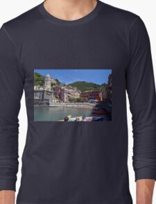 Boats on the coast of Vernazza, Vulnetia, a small town in province of La Spezia, Liguria, Italy. It is one of the lands of Cinque Terre, UNESCO World Heritage Sit Long Sleeve T-Shirt