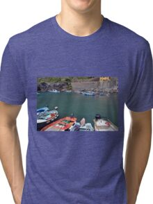 Boats on the coast of Vernazza, Vulnetia, a small town in province of La Spezia, Liguria, Italy. It is one of the lands of Cinque Terre, UNESCO World Heritage Sit Tri-blend T-Shirt