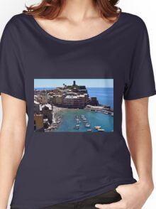 Boats on the coast of Vernazza, Vulnetia, a small town in province of La Spezia, Liguria, Italy. It is one of the lands of Cinque Terre, UNESCO World Heritage Sit Women's Relaxed Fit T-Shirt