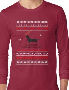 dachshund in snow Long Sleeve T-Shirt