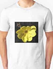 Aiming for the centre - Hover fly on Evening Primrose Unisex T-Shirt