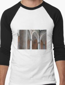Detail of portico with arches and columns Men's Baseball ¾ T-Shirt