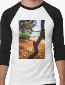 The tree and the cove  Men's Baseball ¾ T-Shirt