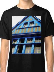 Une maison bleue Classic T-Shirt