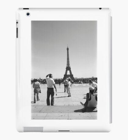 Paris. Eiffel Tower. Film Camera Photography ® iPad Case/Skin