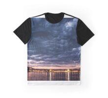 Algo nublado Graphic T-Shirt