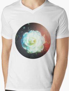 VINTAGE WHITE FLOWER Mens V-Neck T-Shirt