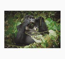 eating mountain gorilla, Uganda T-Shirt