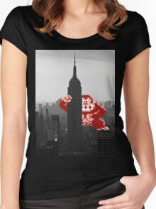 Donkey kong, NY Empire State building Women's Fitted Scoop T-Shirt