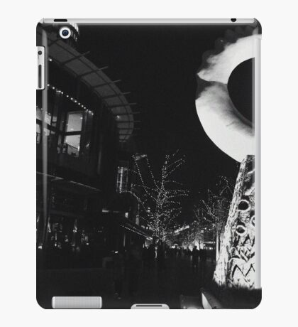 Outside the Crown Casino Melbourne  iPad Case/Skin