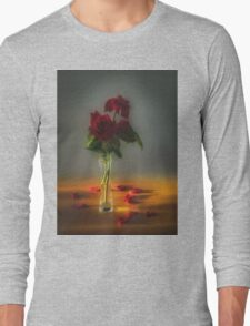 Red roses say love Long Sleeve T-Shirt