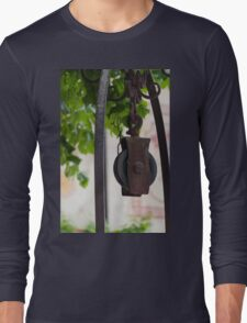 old winch on the well Long Sleeve T-Shirt