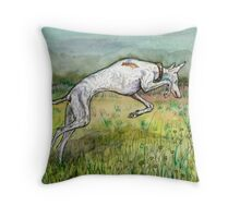 Perfecting the vole pounce Throw Pillow