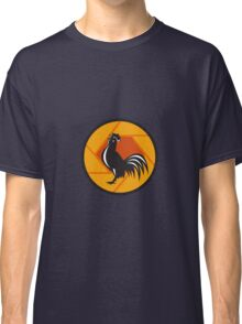 Rooster Crowing Shutter Circle Retro Classic T-Shirt