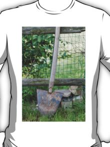 spade on the farm T-Shirt