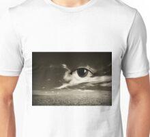 ojo mirando  Unisex T-Shirt