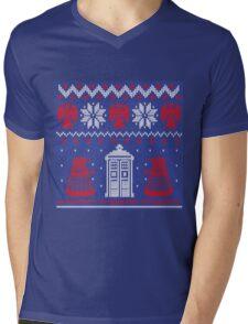 Doctor who Christmas TARDIS design  Mens V-Neck T-Shirt