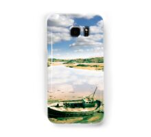 old abandoned beached fishing boat on Donegal beach Samsung Galaxy Case/Skin